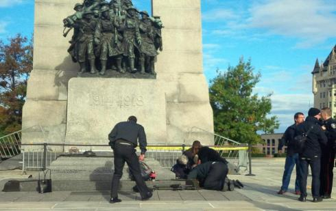 Actual photo of citizens trying to save Nathan Cirillo's life at the foot of the war monument.